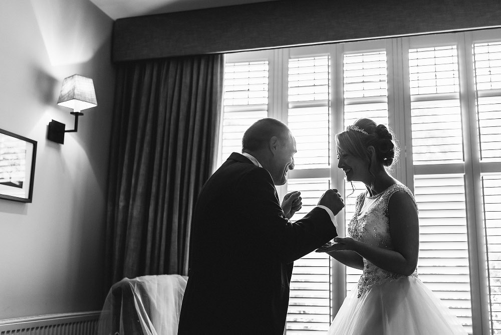 Father of the bride sees bride for the first time
