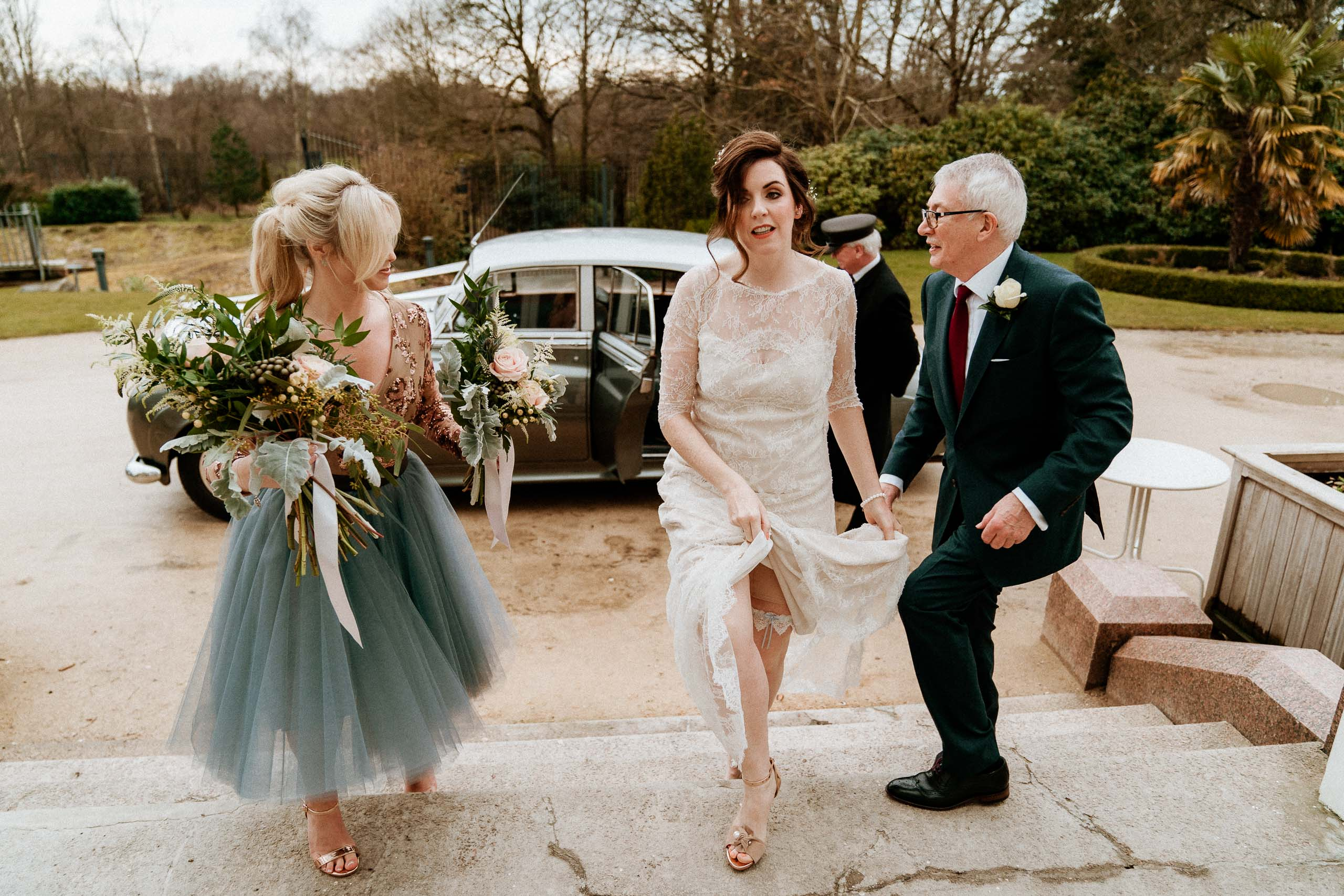 vintage styled bride arriving at the palm house