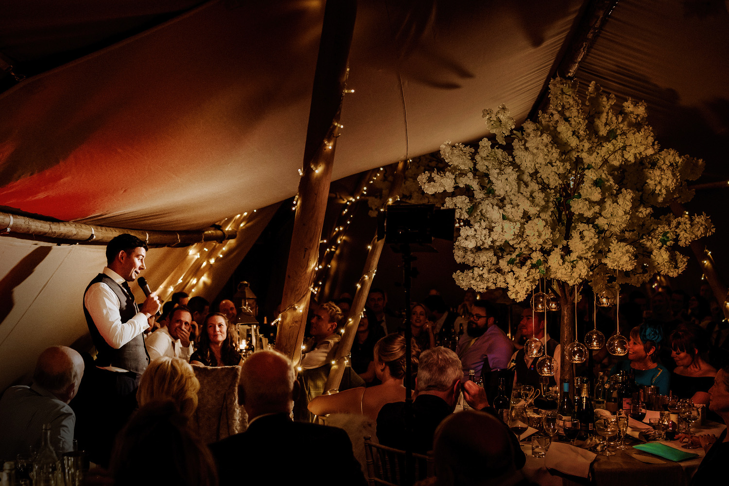 groom makes speech watched by top table
